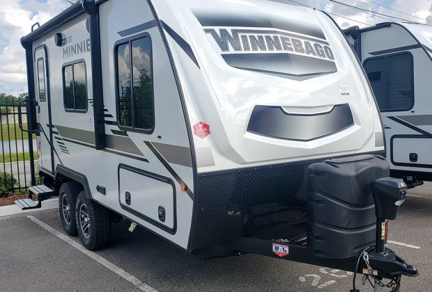 trailer-Winnebago-1706fb-01