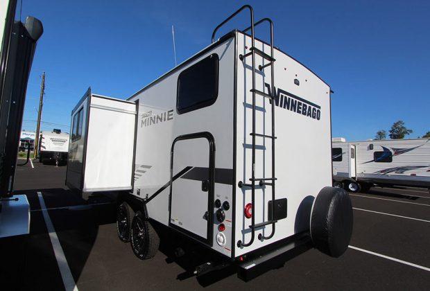 trailer-Winnebago-2106bhs-03
