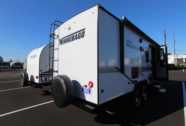 trailer-Winnebago-2106bhs-05