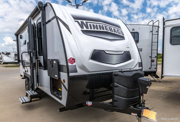 trailer-Winnebago-2106s-01